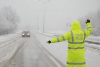 KAR LASTİĞİ - Tokat'ta Yoğun Kar Yağışı Ulaşımı Aksatıyor
