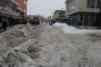 İŞ MAKİNESİ - Varto Belediyesinden Kar Temizleme Çalışması
