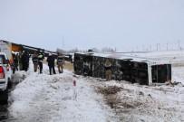 Yolcu Otobüsü Şarampole Devrildi Açıklaması 1'İ Ağır, 23 Yaralı
