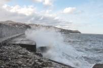METEOROLOJI - Zonguldak'ta Dev Dalgalar 7 Metrelik İstinat Duvarını Aştı
