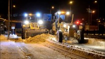 24 Saatte 300 Kamyon Kar Taşındı