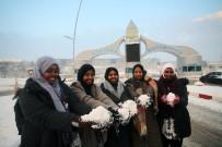 Afrikalı Öğrenciler İlk Kez Kar Görmenin Sevincini Yaşadı