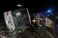 SAĞLIK EKİBİ - Amasya'da Yolcu Otobüsü Devrildi Açıklaması 2 Ölü, 35 Yaralı