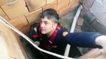 Binanın Havalandırma Boşluğuna Düşen Tavuğu İtfaiye Kurtardı