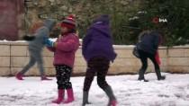 KARDAN ADAM - Filistinli Çocukların Kar Sevinci