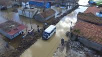 SAĞANAK YAĞIŞ - Göle Dönen Köyde Hasar Tespit Çalışması Başlatıldı