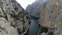 İNTIHAR - Kanyonda Ölü Bulunan Genç 'Atlamak İçin Burayı Seçtim' Dediği Videoyu Ailesine Göndermiş