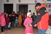 Suriyeli Yetimlere Mont Ve Çizme Yardımı