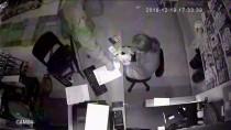 'Tırnakçılık' Yöntemiyle Hırsızlık Güvenlik Kamerasında