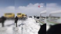 CENAZE ARACI - 20 Araç Tipide Mahsur Kaldı