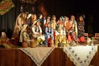 Anneler, 'Türkmen Kınası' Oyununu Sahneledi