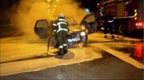 BÜYÜKŞEHİR BELEDİYESİ - Ayvalık'ta Seyir Halindeki Otomobil Alevler Arasında Kaldı