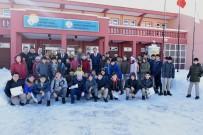 Başkan Bozkurt'tan Öğrencilere Karne Hediyesi