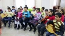 ÖĞRETMENEVI - 'Eski Topraklar', Öğrencilere Eski Türküleri Öğretiyor