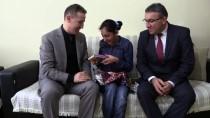 BEDENSEL ENGELLİ - Evde Eğitim Gören Engelli Öğrencinin Karne Sevinci