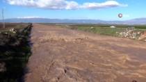 Hatay'da Baraj Kapakları Açıldı, Mahalleri Su Bastı