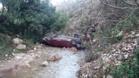 Hatay'da Otomobil Dereye Uçtu Açıklaması 4 Yaralı