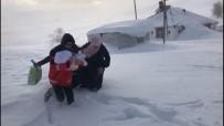 Karlı Yollar 6 Saatte Aşıldı, 2'Si Çocuk 3 Hasta Kurtarıldı