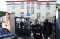 GÜVENLİK GÖREVLİSİ - Karne Heyecanında Gazeteciler Okula Alınmadı