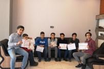Karneleri İle Birlikte Başarı Belgesi Getiren Öğrencileri Ücretsiz Tıraş Ediyor