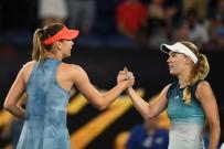 MARİA SHARAPOVA - Maria Sharapova, Son Şampiyon Wozniacki'yi Eledi
