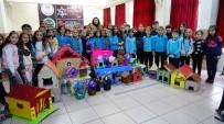 Öğrenciler, Topladıkları Atık Maddelerden Sokak Hayvanlarına Barınak Yaptı