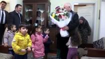 Öğrencilerden Okullarını Yaptıran Hayırsevere Duygulandıran Ziyaret