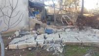 Şiddetli Rüzgar Bahçe Duvarını Yıktı