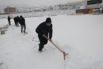 DARıCA GENÇLERBIRLIĞI - Stadyumlarda Kar Temizleme Mesaisi