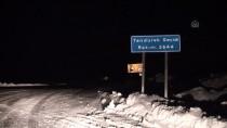 KARAYOLLARI - Tendürek Geçidi'nde Buzlanma Ve Tipi Ulaşımı Aksatıyor
