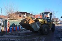 SUBAŞı - Torbalı'da Çamur Deryasına Dönen Mahalleler Temizleniyor