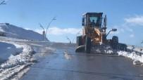 HACETTEPE - Uşak Belediyesi'nin Karla Mücadelesi Sürüyor