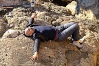 AMATÖR BALIKÇI - Uyarılara Aldırmayan Amatör Balıkçı Falezlerden Düştü
