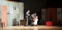 Belediye Şehir Tiyatrosu 'Nafile Dünyası' İle Kapalı Gişe Oynadı