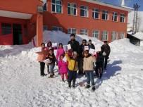 Köy Yolu Açıldı, Çocuklar Bugün Karne Aldı