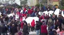 Mersin'de Kar Şenliğinde Sucuk Ekmek İzdihamı