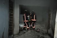 İÇİŞLERİ BAKANI - Metruk Binada Çıkan Yangın Korkuttu