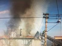 Osmaneli'nde 3 Katlı Binanın Çatı Katında Çıkan Yangın Paniğe Neden Oldu