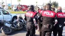 Otomobil İle Polis Motosikleti Çarpıştı