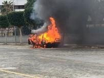 Seyir Halindeyken Motorundan Duman Çıkan Araç Alev Topuna Döndü