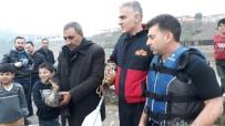 CİZRE BELEDİYESİ - Cizre'de Nehirde Ayağına Olta İpi Dolanan Ördeği İtfaiye Kurtardı