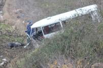 KıZıK - Ön Camdan Fırlayan Belediye Şoförü Hayatını Kaybetti