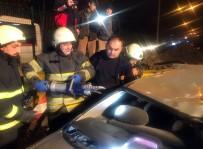 Otomobil Beton Bariyere Çarptı Açıklaması 4 Yaralı