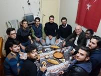 Rektör Savaş, Öğrenci Evinde Menemen Sofrasına Eşlik Etti