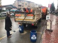 Safranbolu'da Yollara Buzlanmaya Karşı Tuz Varilleri Konuldu