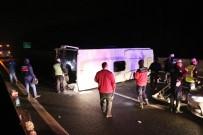 Yola Düşen Lastiğe Çarpan Minibüs Devrildi Açıklaması 17 Yaralı