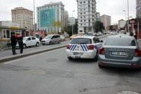 TAKSİ DURAĞI - Ataşehir'de Alacak Verecek Kavgasında Kan Aktı Açıklaması 3 Yaralı