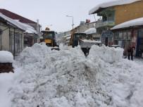 KARLA MÜCADELE - Bingöl'de Karla Kapanan 229 Köy Yolu Ulaşıma Açıldı