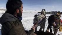 VAN GÖLÜ - Buz Tutan Çıldır Gölü'ne Turist İlgisi