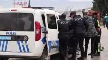 ACIL SERVIS - Denizli'de Çöp Kamyonuyla Polis Aracı Çarpıştı Açıklaması 2 Yaralı